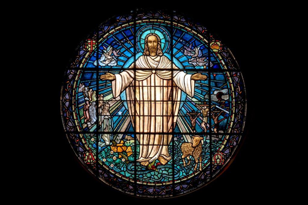 Vyobrazení Ježíše v kostele na okně